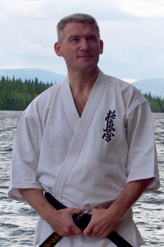 Инструктор клуба «Тэнсинкан»: Владислав Григорьевич Полтавец